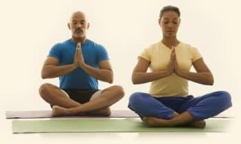namaste sobre esterilla yoga