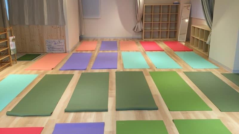 yoga fuera de la esterilla